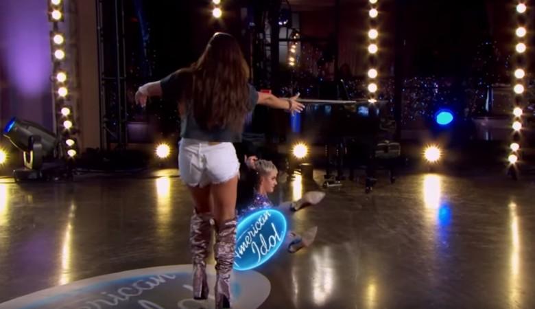 Katy Perry fell on America Idol season 16 sets