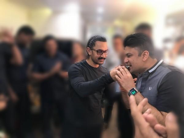 Bhushan Kumar celebrating Aamir Khan's birthday