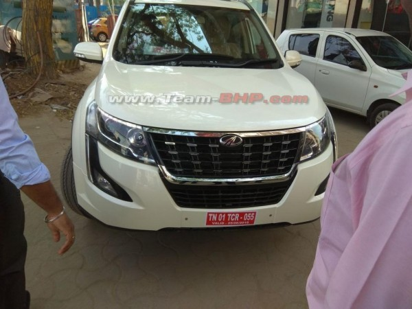 Scoop! Mahindra XUV500 Facelift caught completely undisguised