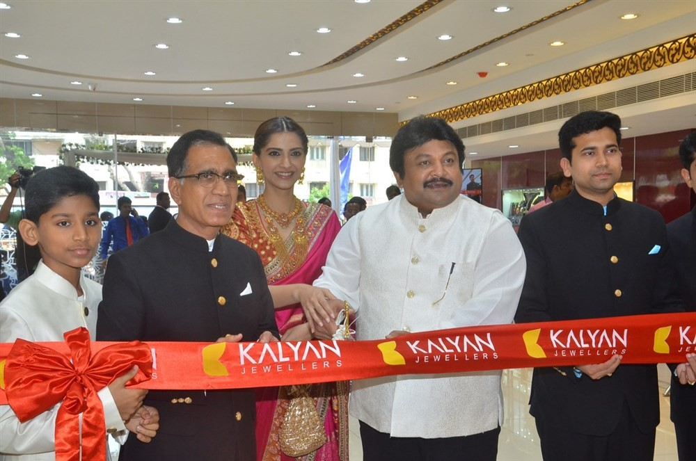 Sonam Kapoor,Kalyan Jewellers Anna Nagar Showroom Launch,Kalyan Jewellers Showroom Launch,Kalyan Jewellers,Prabhu Ganesan,Prabhu,Sonam Kapoor and Prabhu Ganesan
