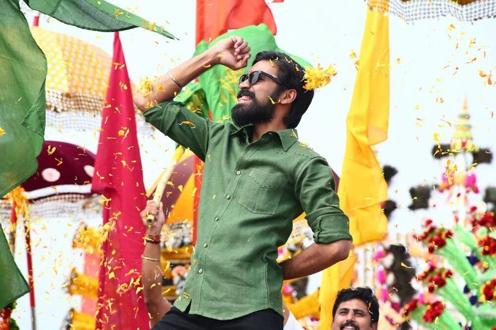 Dharma Yogi,Kodi as Dharma Yogi,Dhanush,Trisha Krishnan,Dhanush and Trisha Krishnan,Anupama Parameswaran,Dharma Yogi Movie Stills,Dharma Yogi Movie pics,Dharma Yogi Movie images,Dharma Yogi Movie photos,Dharma Yogi Movie pictures