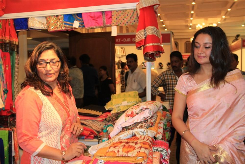 Sonia Agarwal inaugurates Hoofa Posh Exhibition,Sonia Agarwal fashion Show,fashion Show,actress Sonia Agarwal,Sonia Agarwal pics,Sonia Agarwal images,Sonia Agarwal photos,Sonia Agarwal stills,Sonia Agarwal pictures