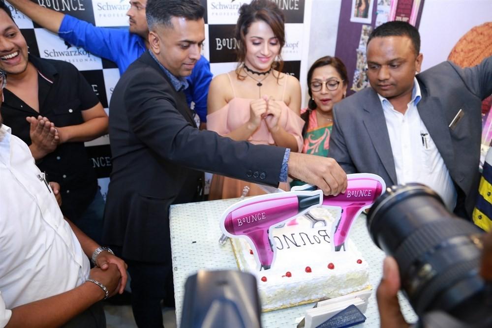 Trisha,Trisha launches Bounce Salon & Spa,Trisha Krishnan,Trisha latest pics,Trisha latest images,Trisha latest photos,Trisha latest stills,Trisha latest pictures