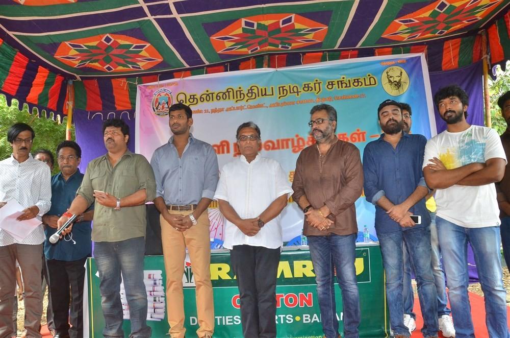 Nadigar Sangam Diwali Gift Distribution,Diwali Gift Distribution,Nadigar Sangam,Nassar,Vishal,Rajkiran,Karunas,Manobala,Ponvannan