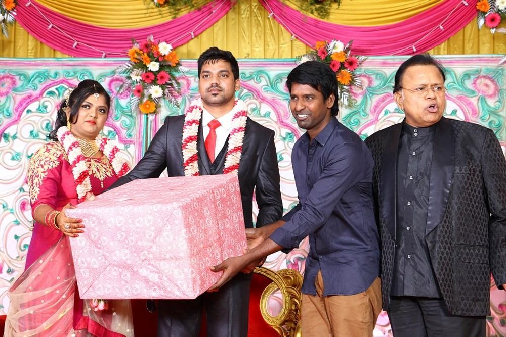 Vasu Vikram's daughter Vasugi,Vasu Vikram's daughter Vasugi wedding,MK Stalin,Vivek,Radha Ravi,KS Ravikumar,Soori,Durga Stalin,MS Baskar,Radhika,SP Muthuraman,Vikraman,Nassar