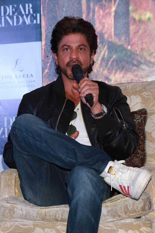 Shah Rukh Khan,Alia Bhatt,Gauri Shinde,Dear Zindagi,Dear Zindagi promotion,Dear Zindagi movie promotion,Dear Zindagi promotion in Delhi,Dear Zindagi movie promotion in Delhi,Shah Rukh Khan and Alia Bhatt