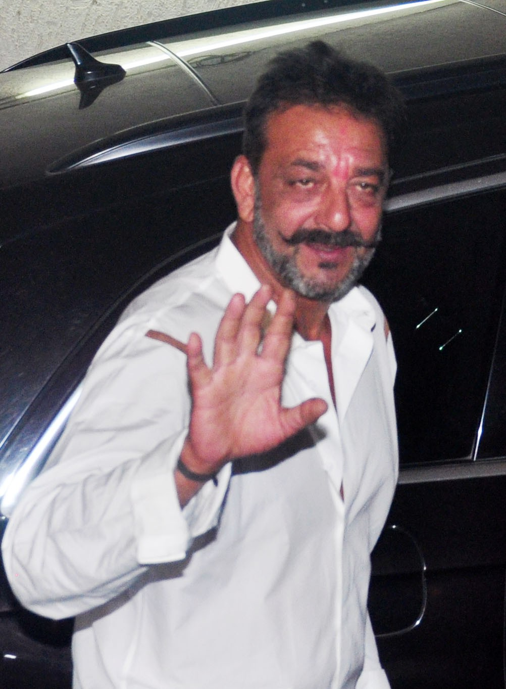 Sanjay Dutt Out on Parole; Rajkumar Hirani hosts Special Screening of 'PK' for Him