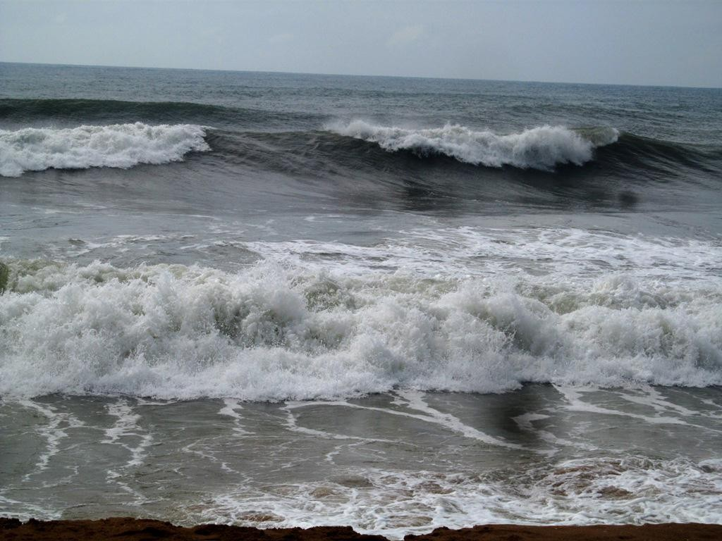 cyclone hudhud live cyclone kills 5 in andhra pradesh
