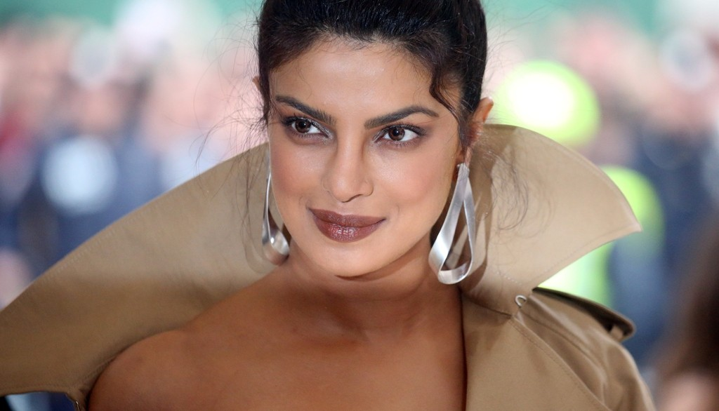 Baywatch Actress Priyanka Chopra Shines In Daring Trench