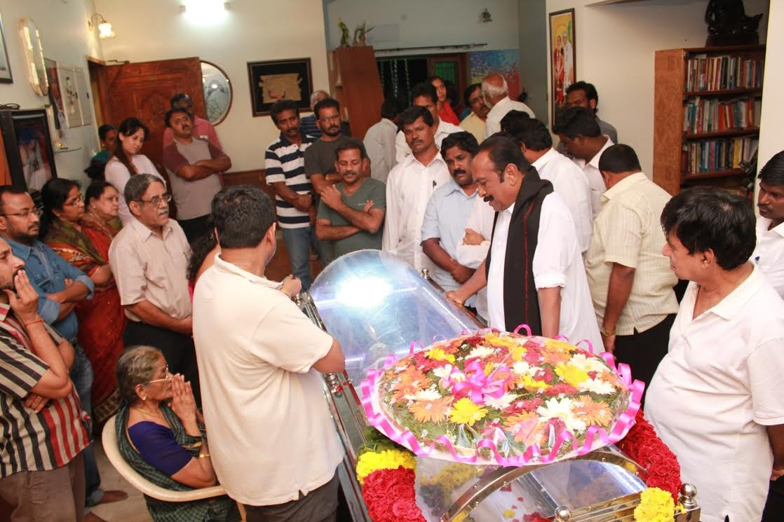 Vaiko Paying Last Respects to K Balachander