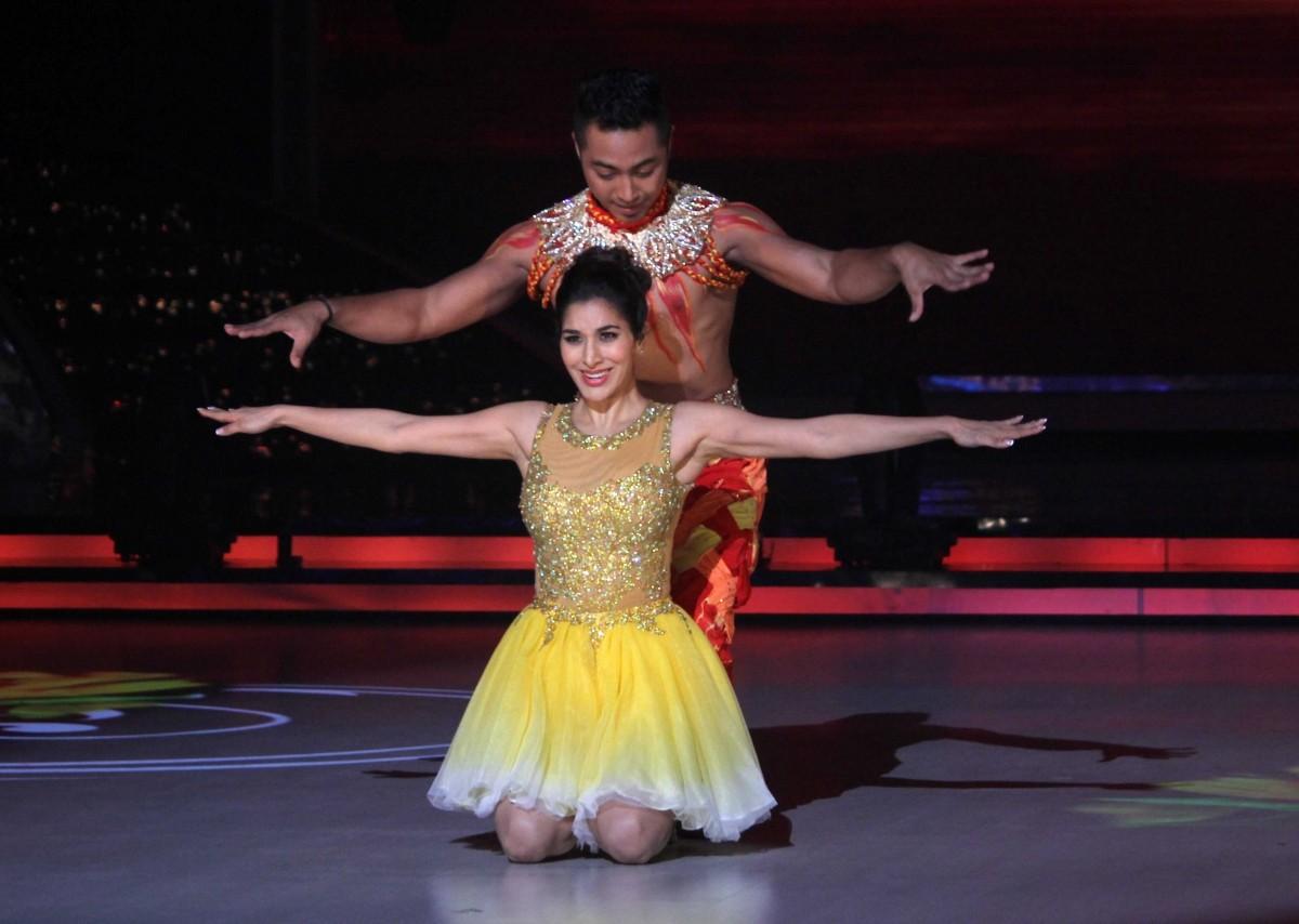 Kareena Kapoor promotes 'Singham Returns' on 'Jhalak Dikhhla Jaa'