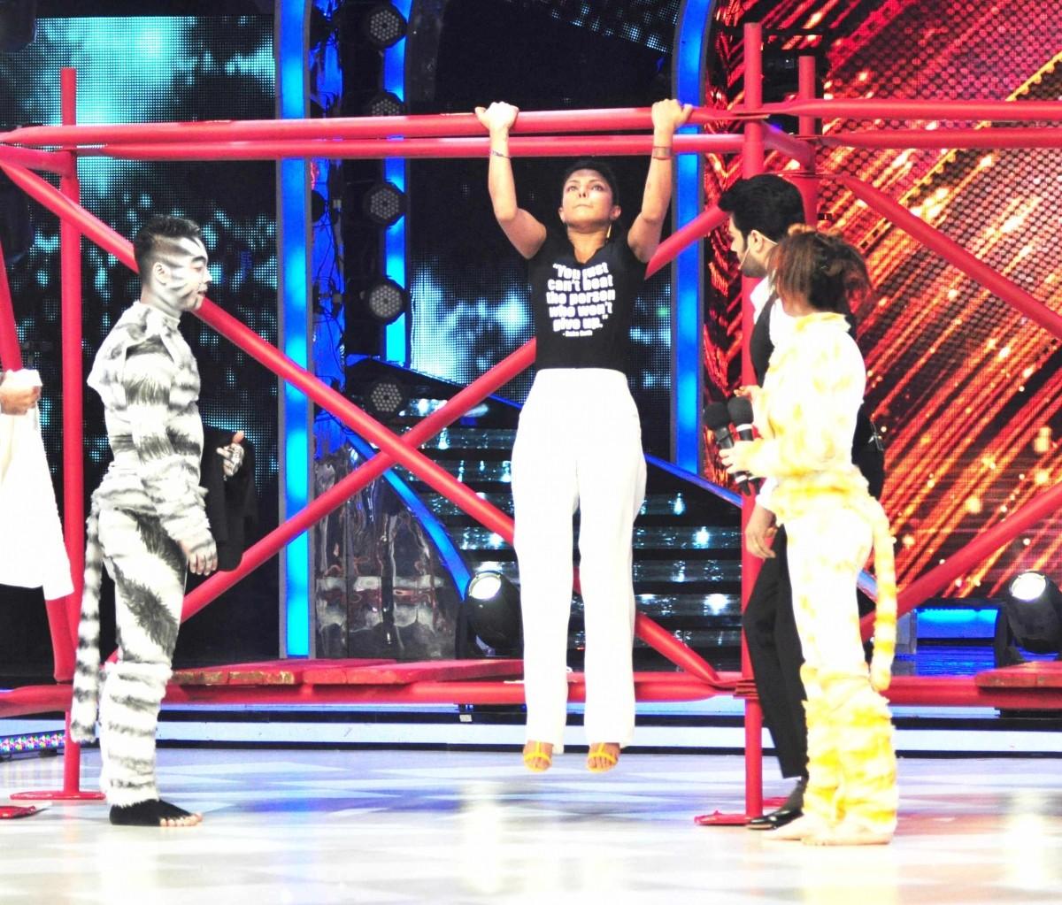 Priyanka Chopra promotes Mary Kom on Jhalak Dikhhla Jaa