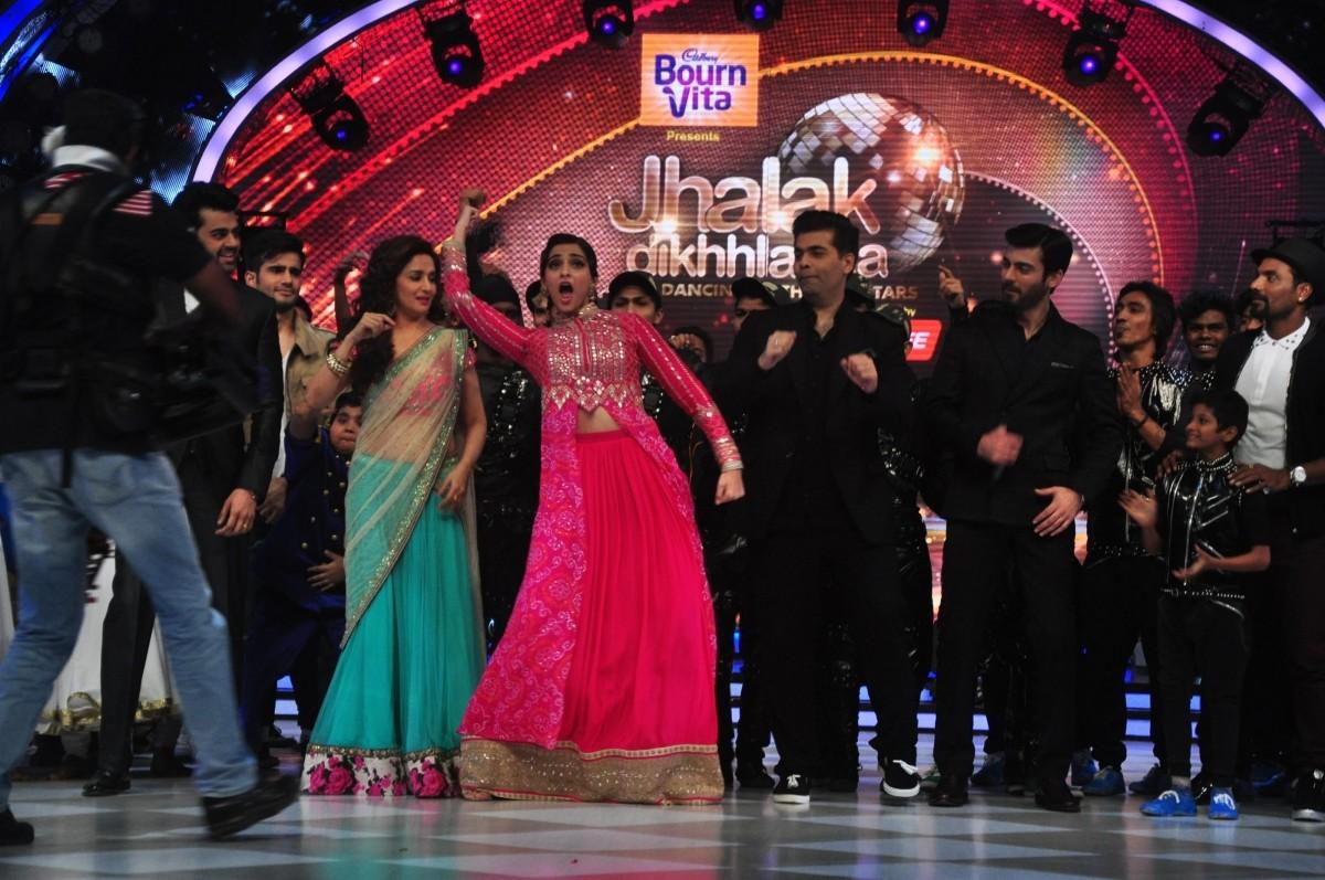 Sonam Kapoor, Fawad Khan promote 'Khoobsurat' on Jhalak Dikhhla Jaa 7