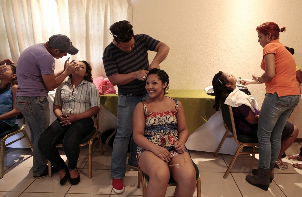 A cancer patient prepares for her Quinceanera