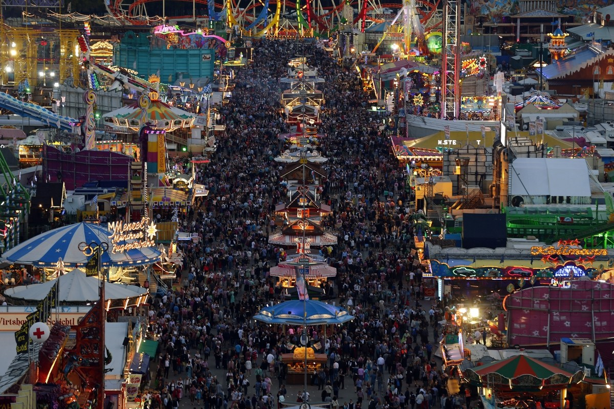 oktoberfest 2014 millions chug beer at world 39 s largest fun fair photos. Black Bedroom Furniture Sets. Home Design Ideas