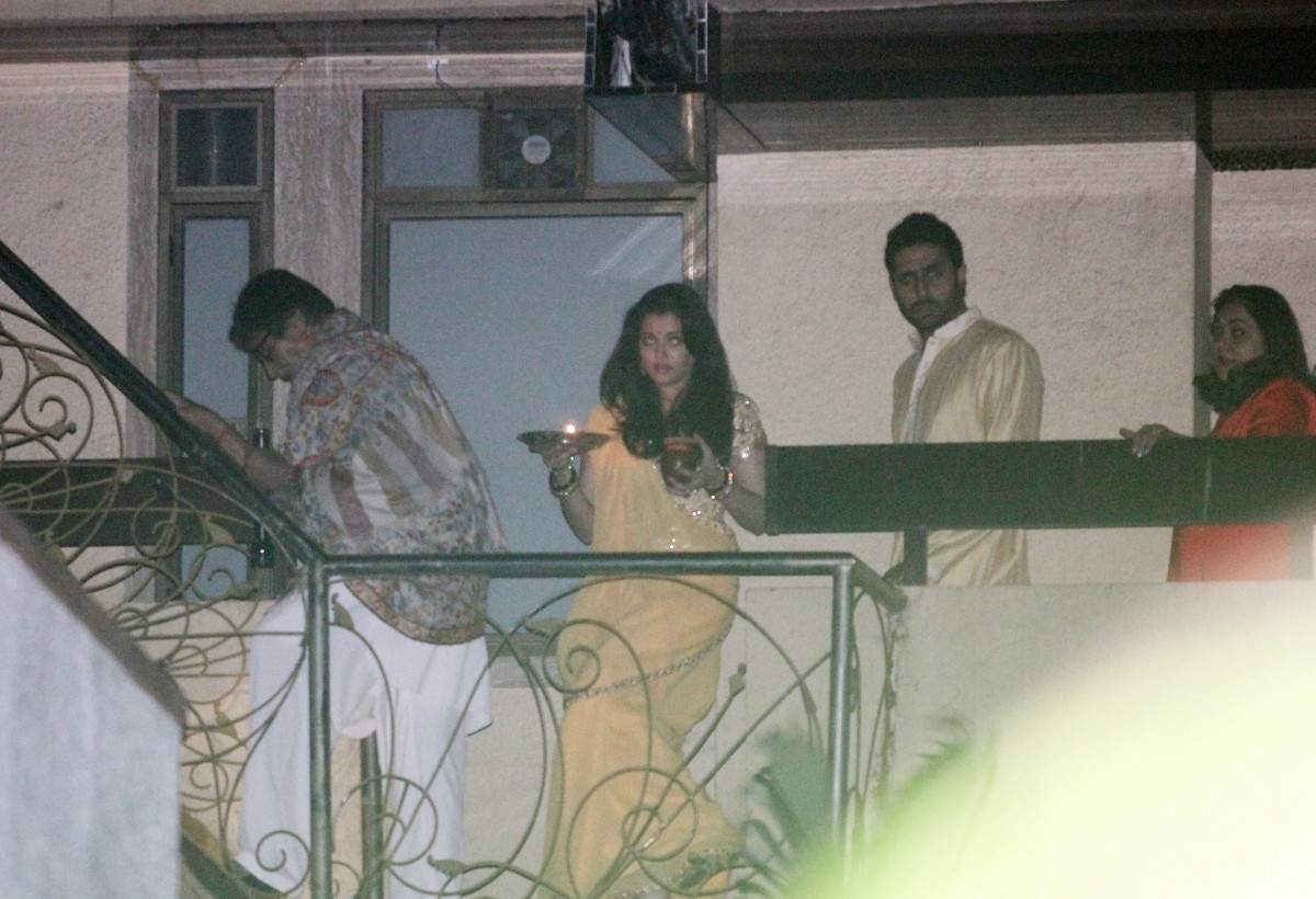 Karva Chauth 2014: Aishwarya Rai Bachchan, Jaya, Sridevi and Shilpa Celebrate with Husbands