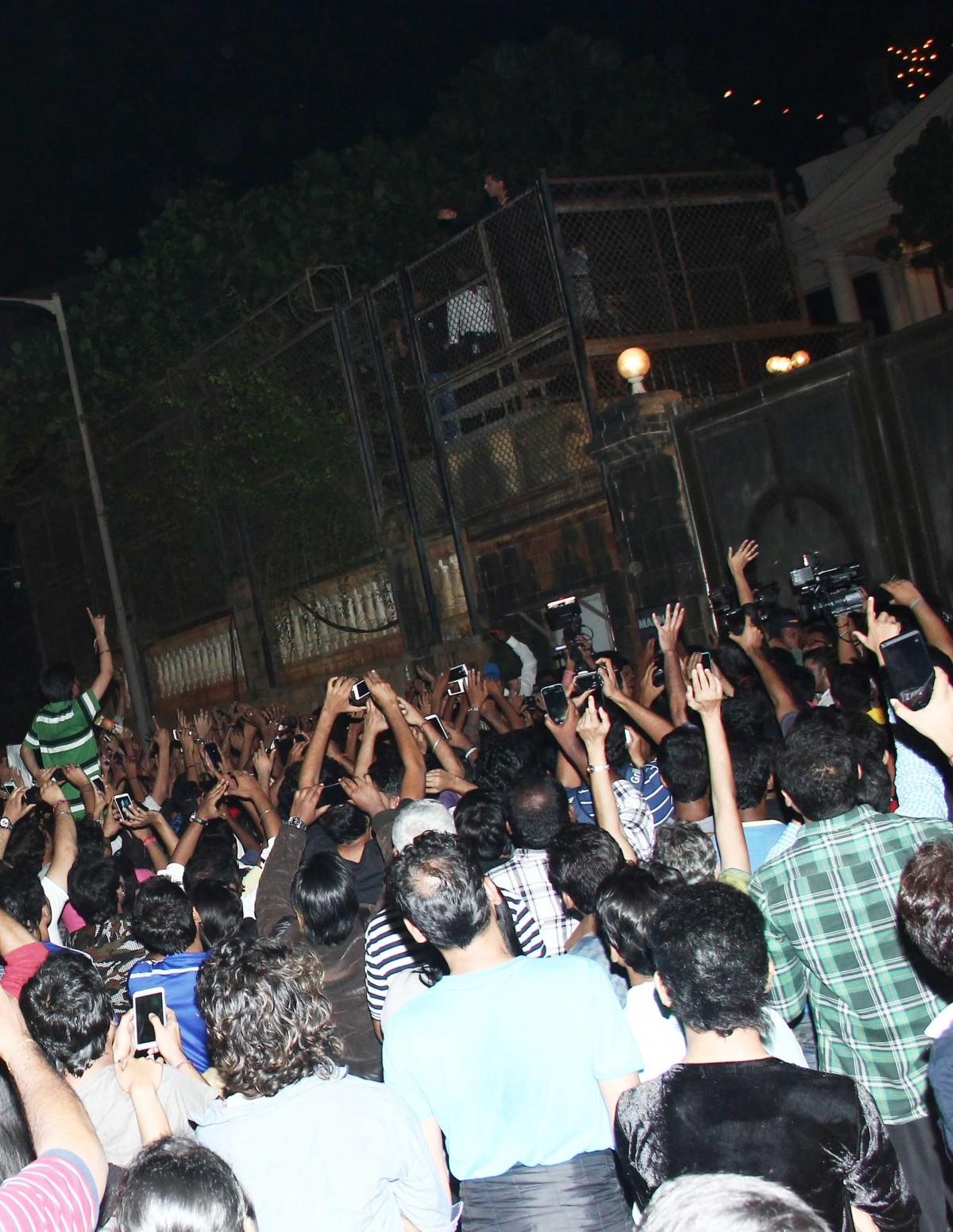 Shah Rukh Khan celebrates 49th birthday with fans waiting outside Mannat