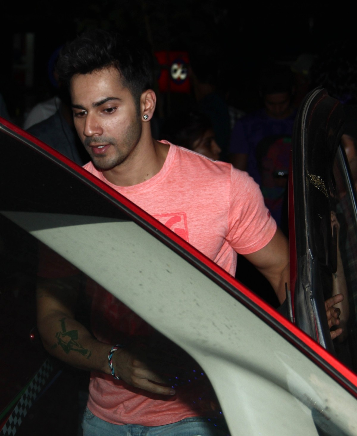 Varun Dhawan and Shraddha Kapoor snapped shooting for Remo D'Souza's 'ABCD 2'