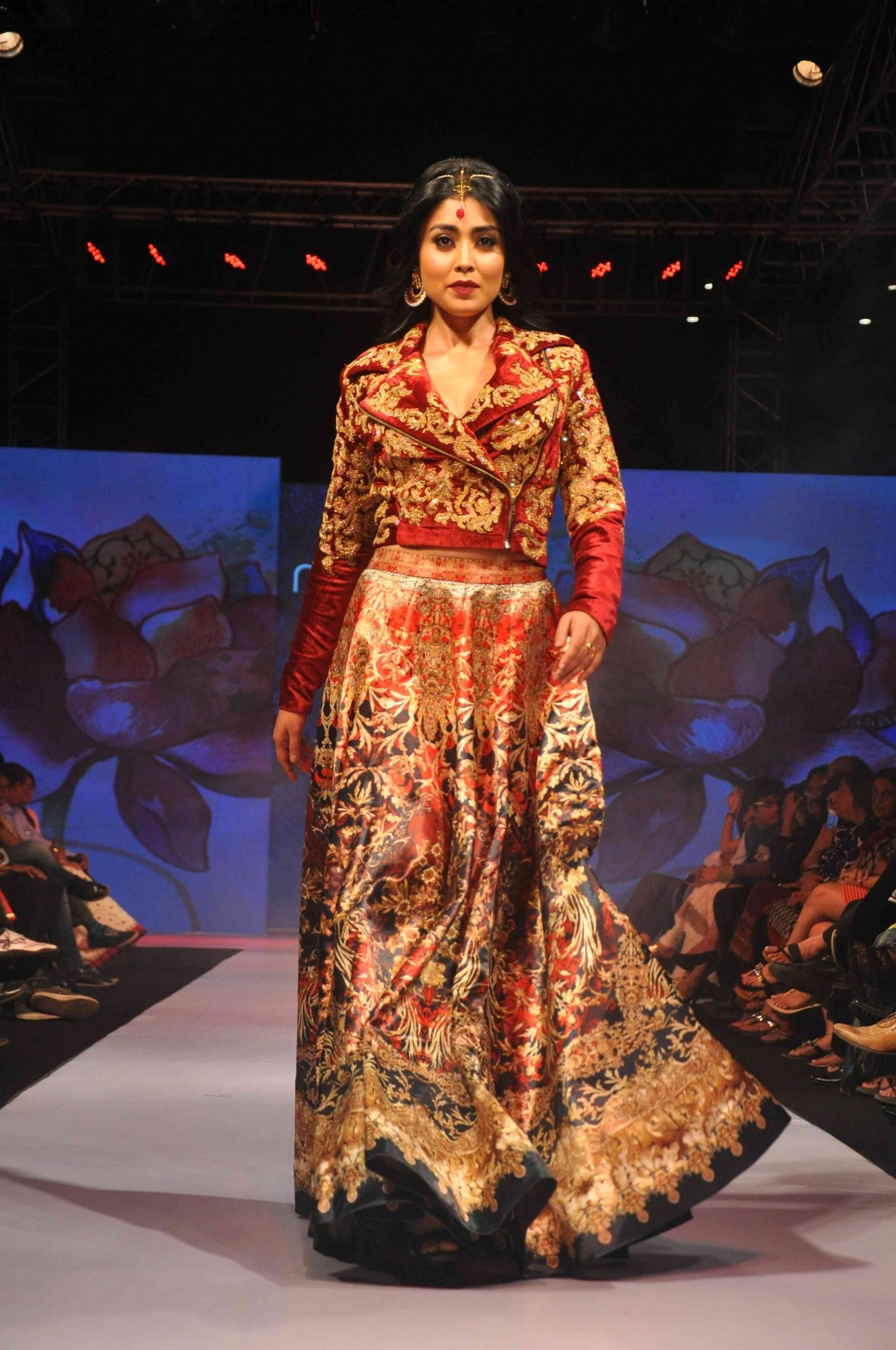 Ileana D'Cruz, Malaika Arora Khan, Esha Deol and Other Celebs walk on Ramp at Madame Style Week 2014