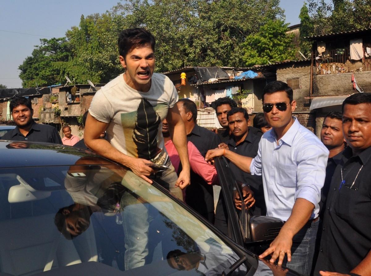 Varun Dhawan Promotes 'Badlapur' at Mithibai College Fest