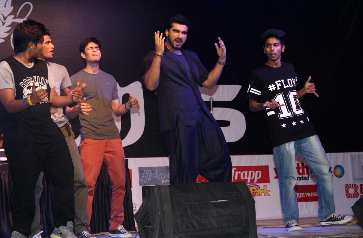Sonakshi Sinha, Arjun Kapoor Promotes 'Tevar' at Mithibai College