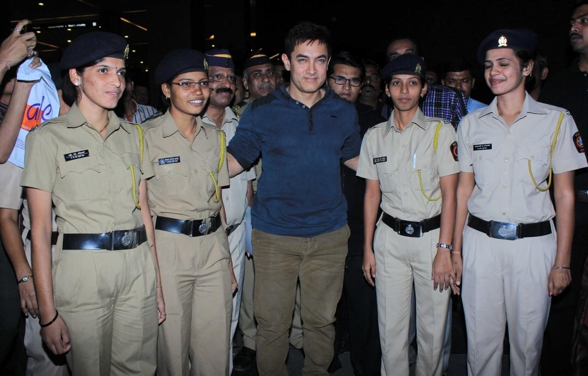 Aamir Khan, Anushka Shrama hosts Special Screening of 'PK'