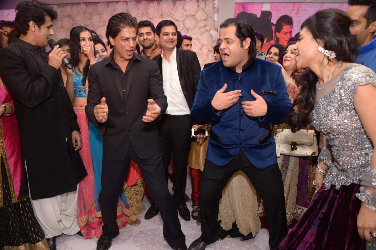 Shah Rukh and Sonu Nigam during Uday Singh and Shirin's Sangeet Ceremony