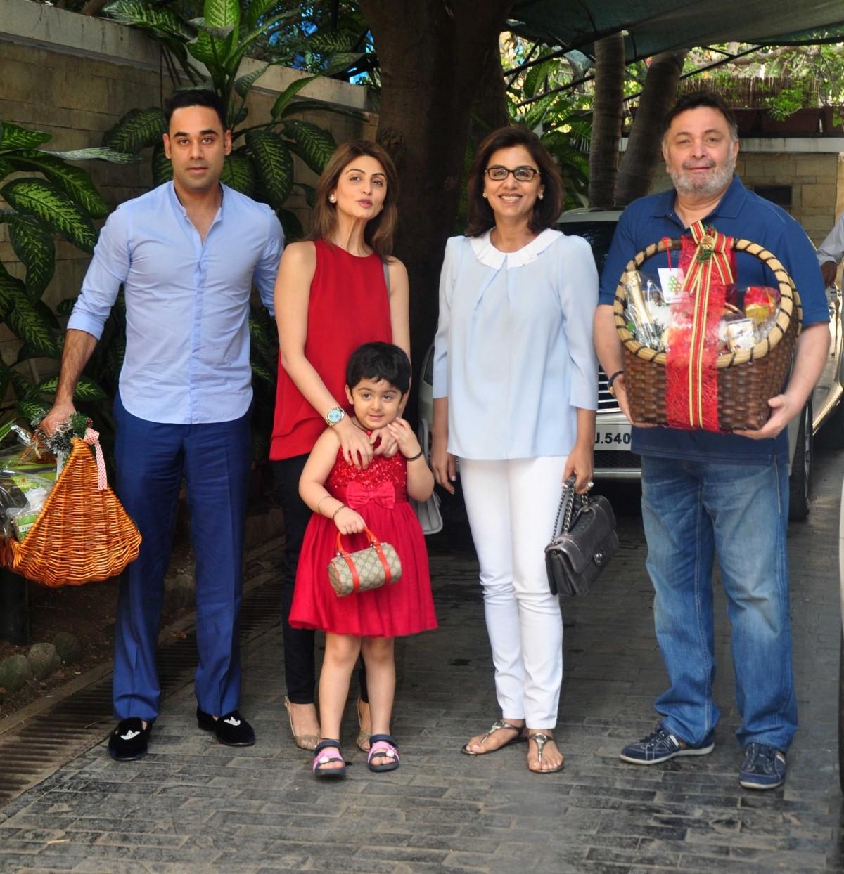 Kapoor Family Under One Roof; Ranbir, Kareena, Karisma attends Annual Christmas Lunch