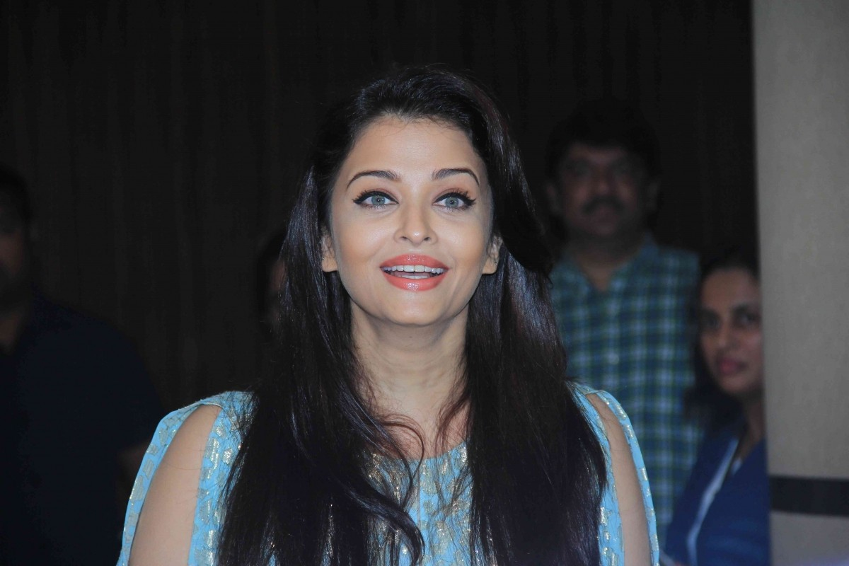 Aishwarya Rai Bachchan, Irrfan Khan Snapped at Script Reading Session of 'Jazba'