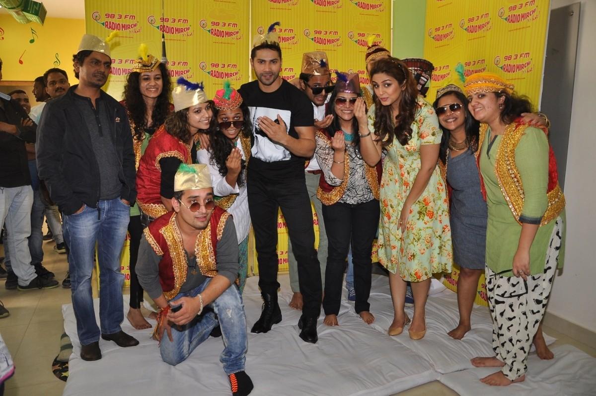 Varun Dhawan, Huma Qureshi Promotes 'Badlapur' at Radio Mirchi Studio