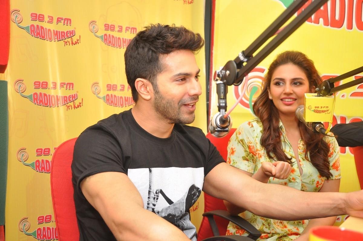 Varun Dhawan, Huma Qureshi, Nawazuddin Siddiqui Promotes 'Badlapur' at Radio Mirchi Studio