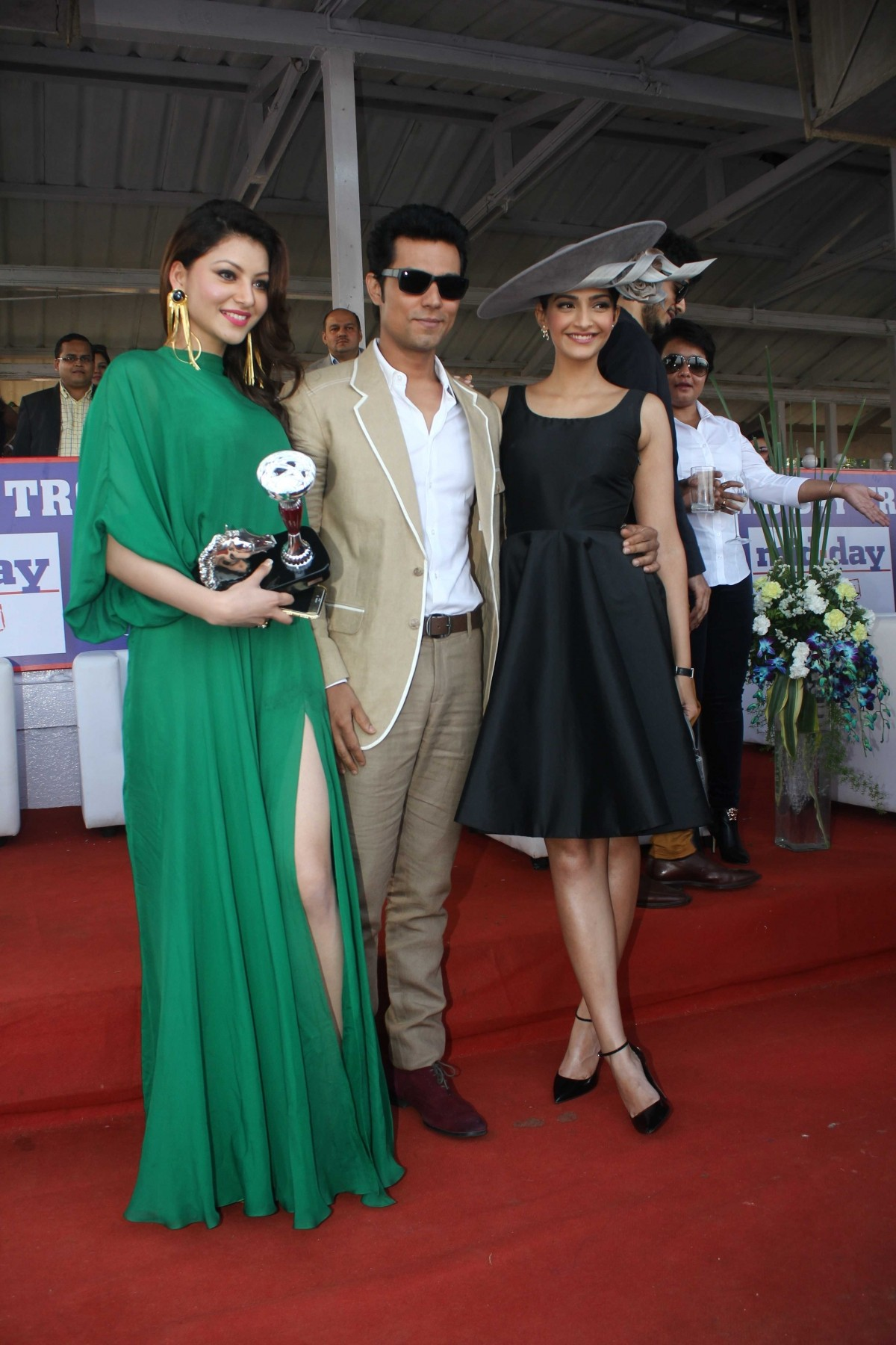 Sonam Kapoor Randeep Hooda & Others attends at Mid Day Trophy 2015