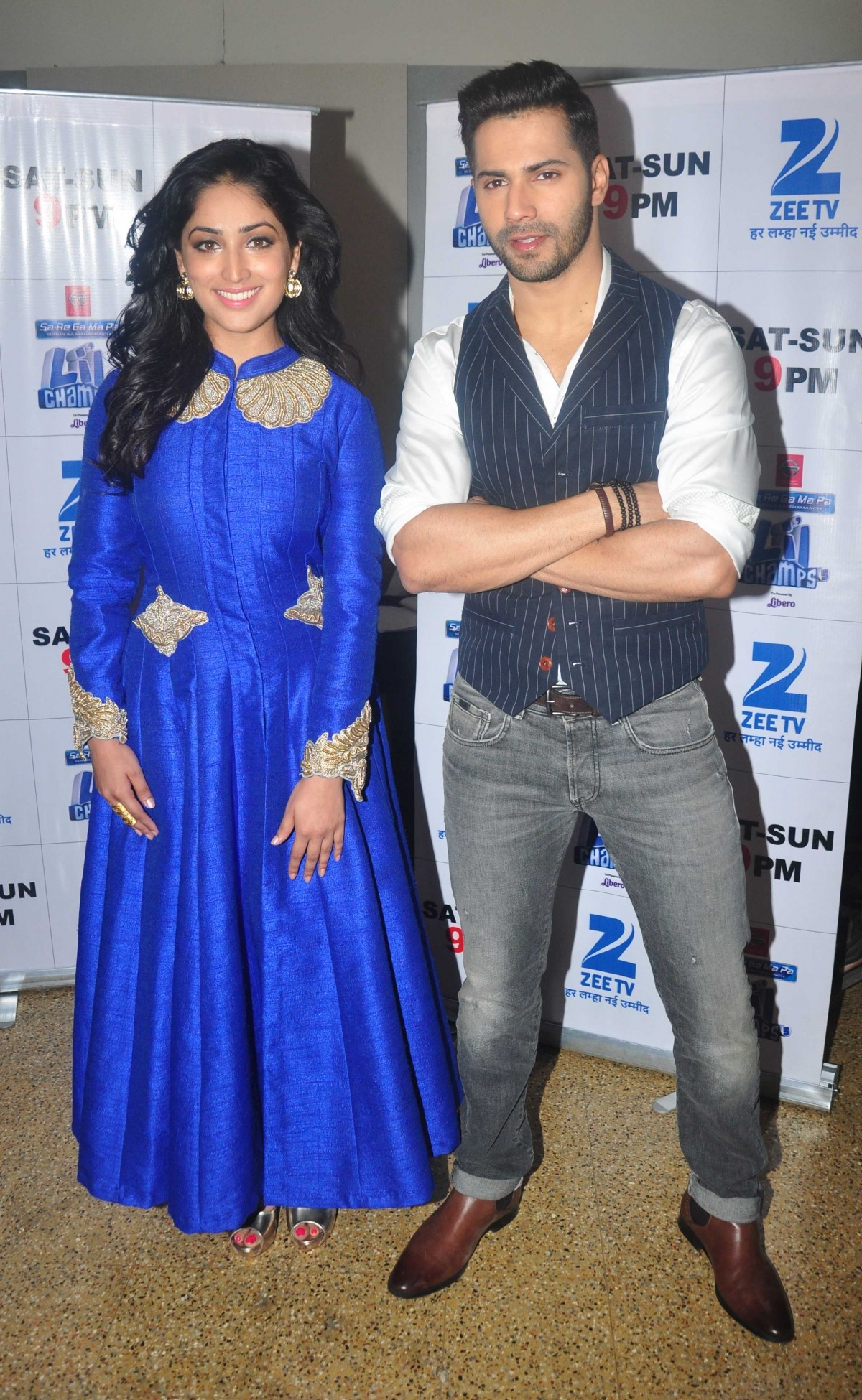 'Badlapur' Promotions: Varun Dhawan, Yami Gautam Stuns at 'Sa Re Ga Ma Pa Li'l Champs'