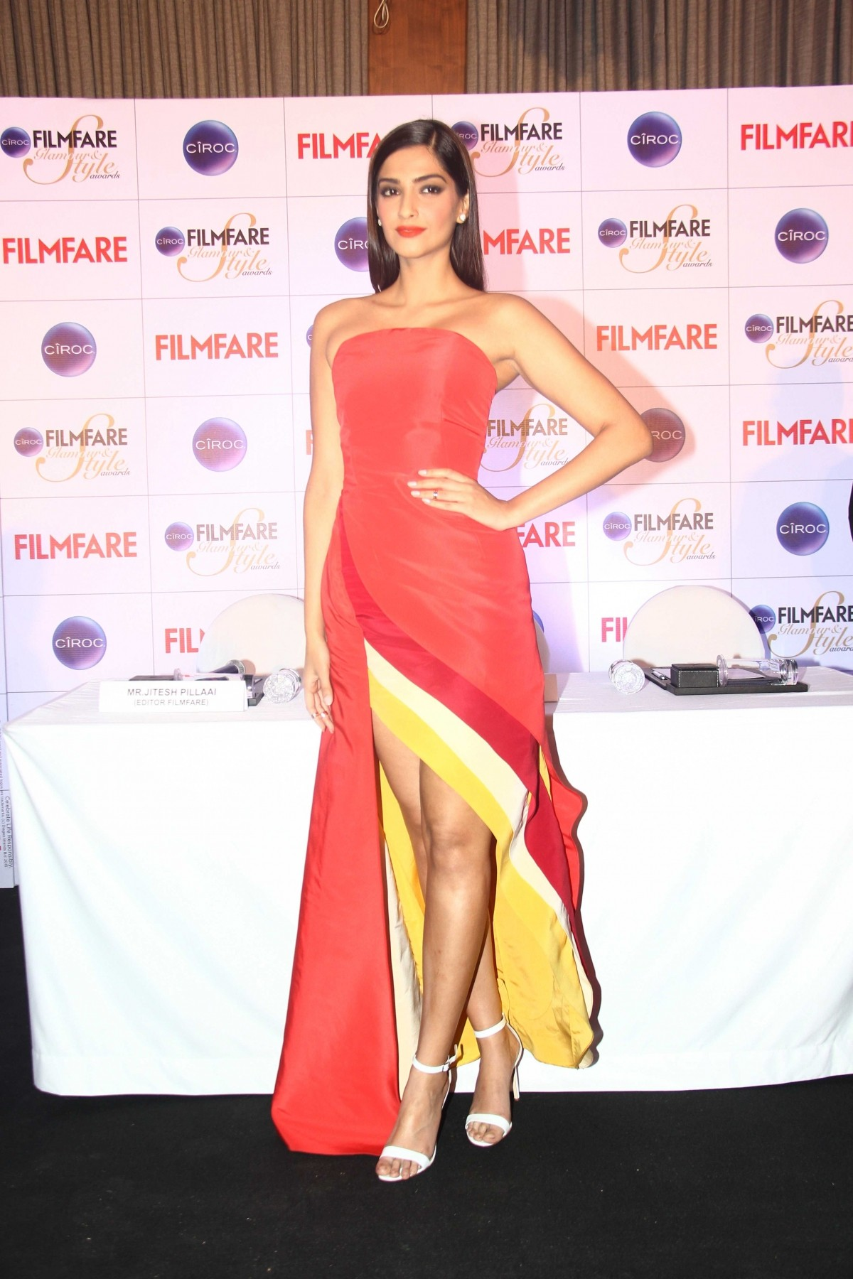 Sonam Kapoor Glams Up To Unveil Ciroc Filmfare Style & Glamour Awards