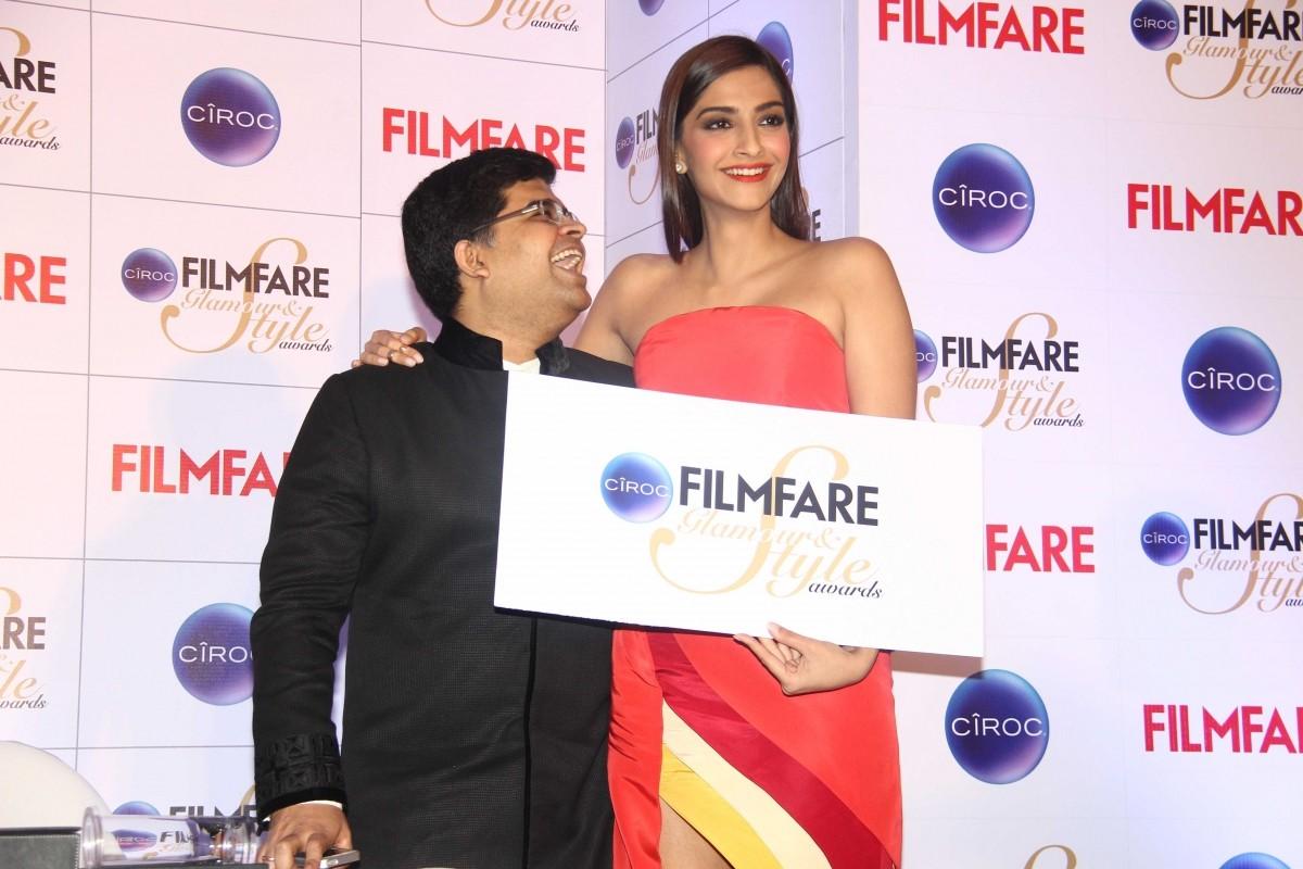 Sonam Kapoor Glams Up To Unveil Ciroc Filmfare Style & Glamour Awards