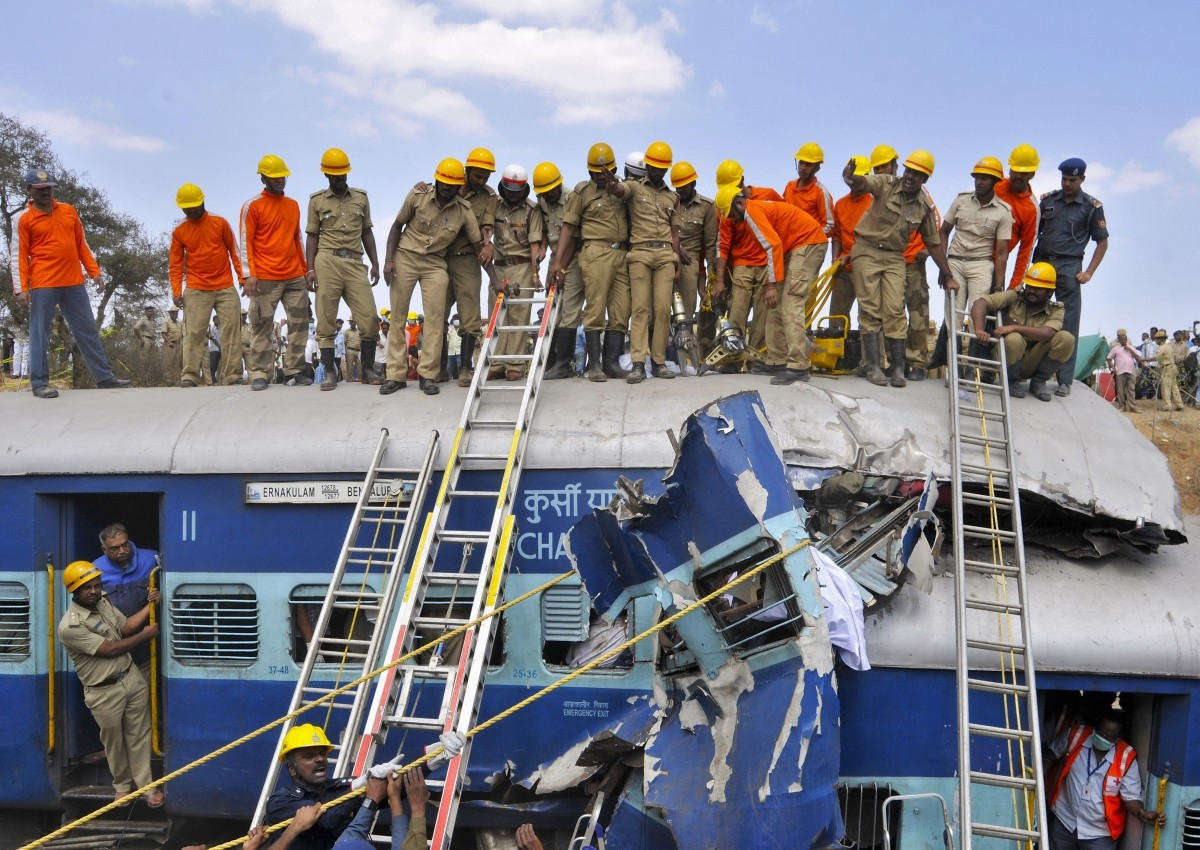 Bangalore Ernakulam Express Derails