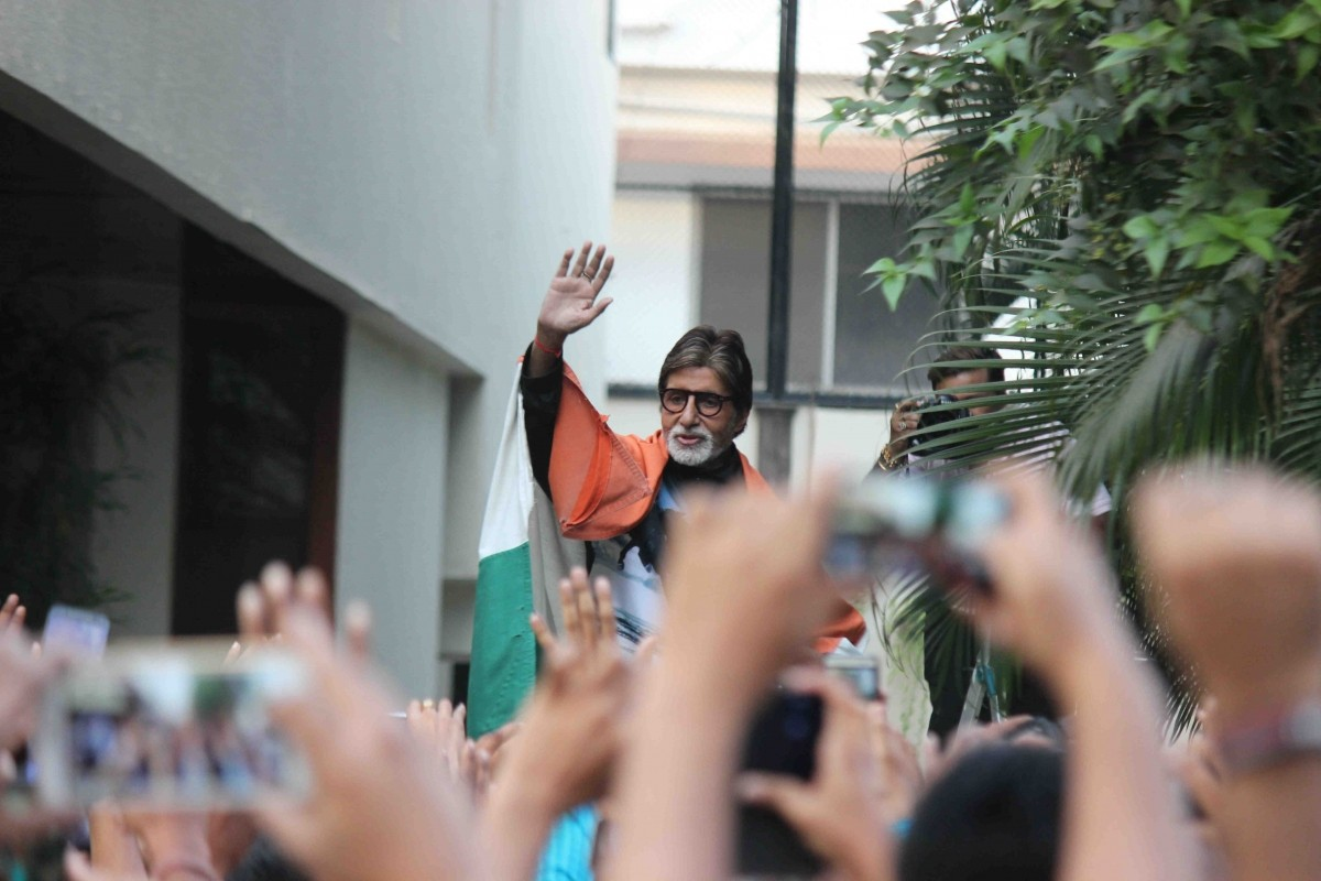 Amitabh Bachchan with his fans