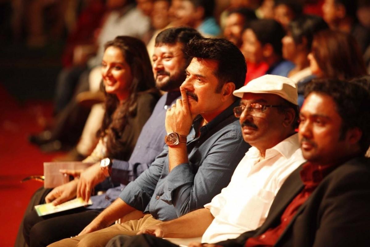 Celebs attending Vanitha film awards