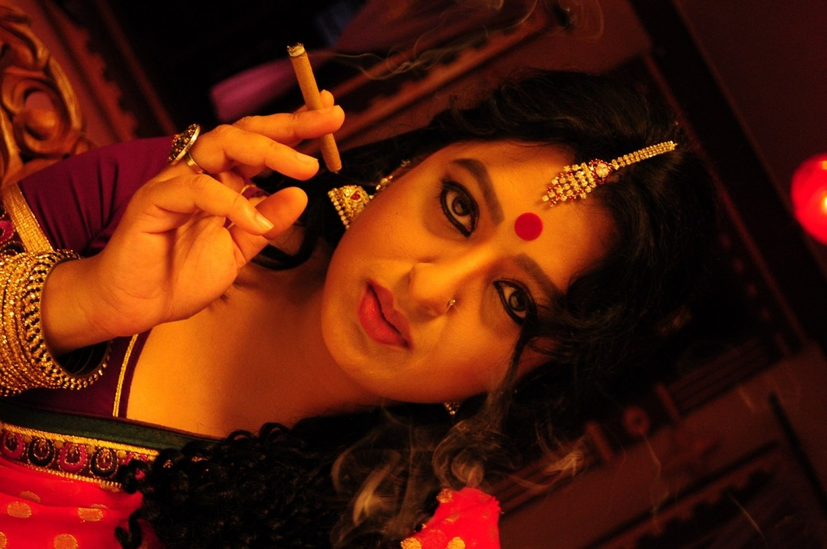 Veena Malik in 'Red Mirchi'