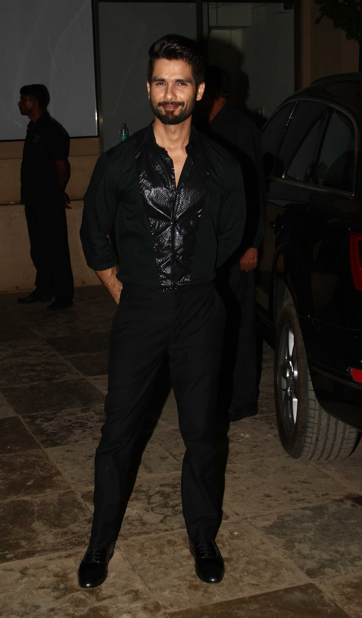 Shahid Kapoor Stuns in Black at his Birthday Bash