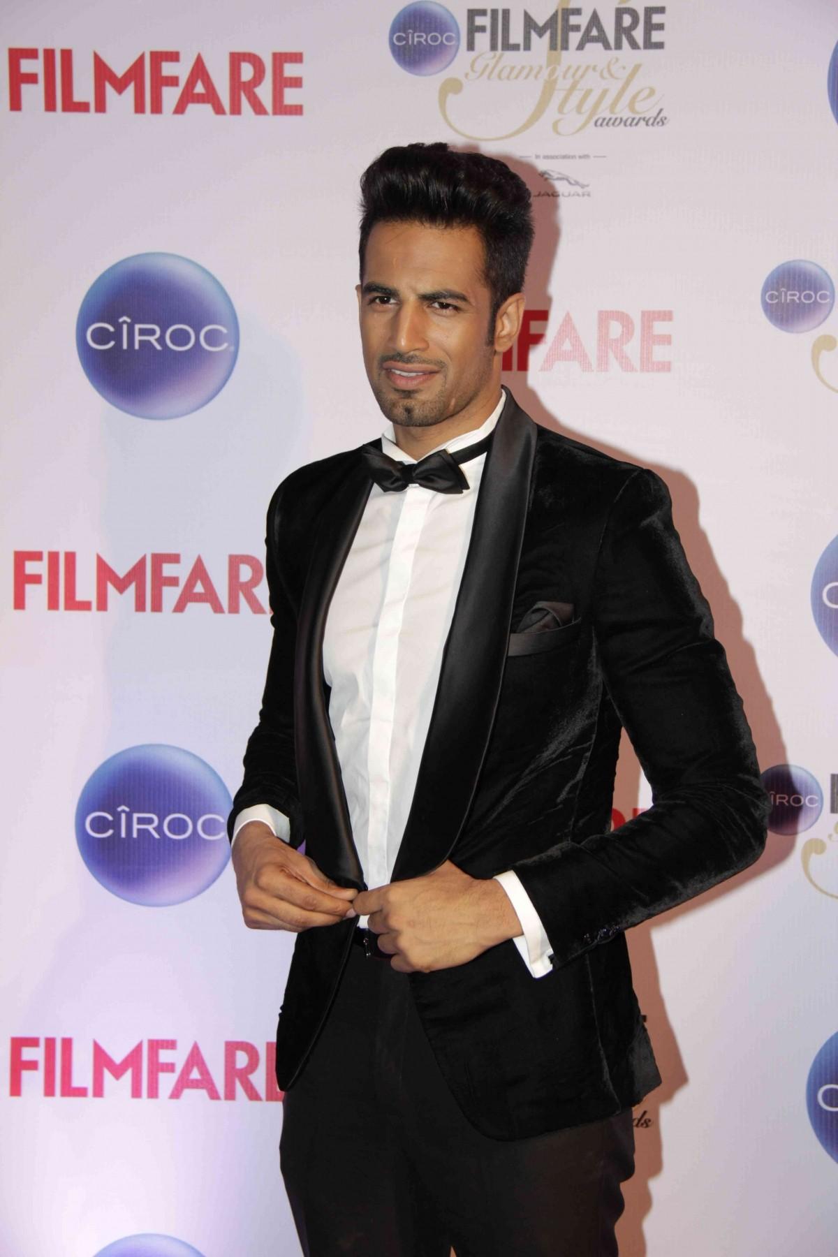 Filmfare Glamorous And Style 2015: Akshay Kumar, Big B, Sidharth Malhotra and Other Handsome Hunks Walked The Red Carpet