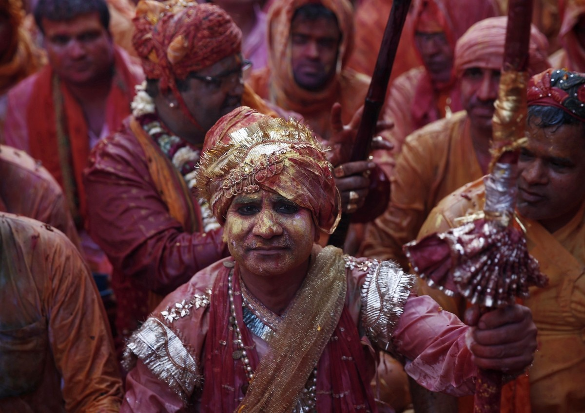 Holi 2015: Spectacular Images of 'Lathmar Holi' Celebrated in Mathura, Vrindavan
