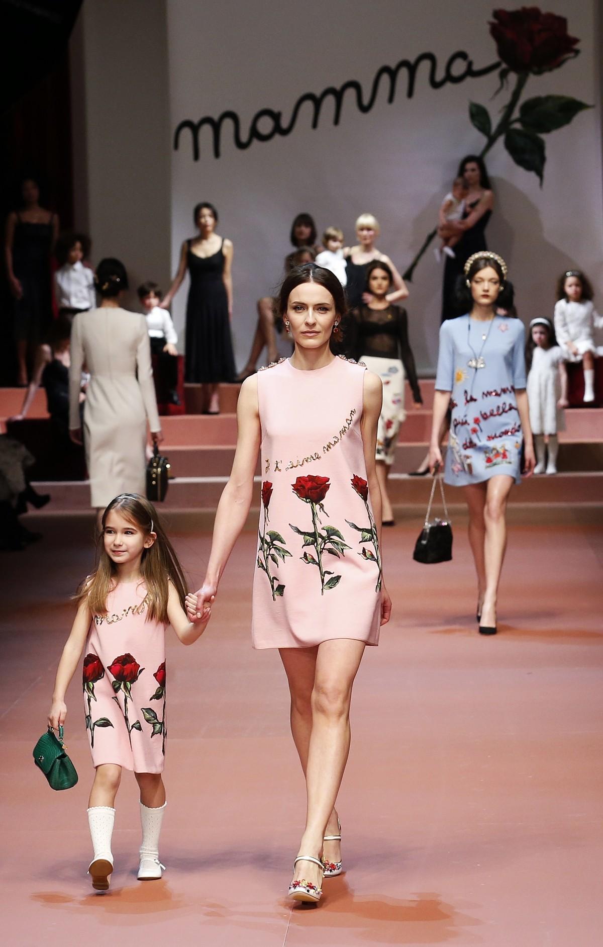 Milan Fashion Week 2015: Pregnant Models Walks The Ramp for Dolce & Gabbana