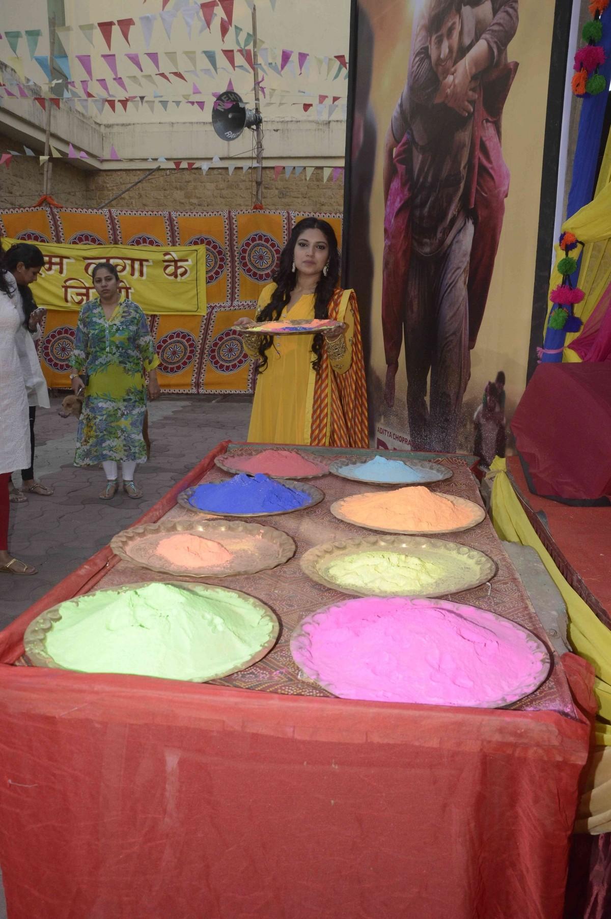 Bollywood Celebs Celebrates The Festival of Colours