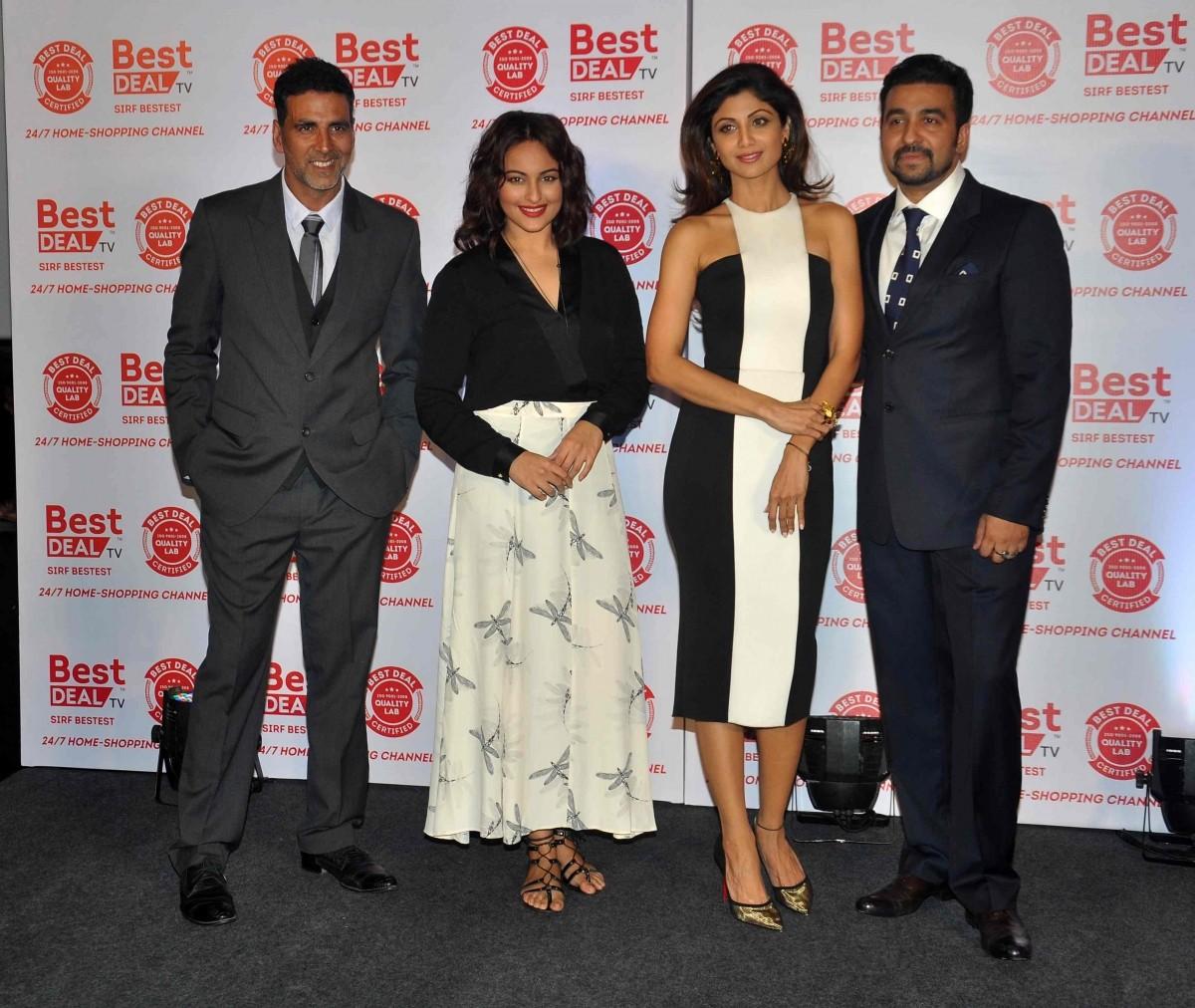 Akshay Kumar, Sonakshi Sinha, Shilpa Shetty and Raj Kundra