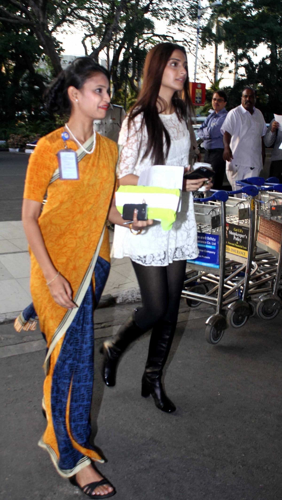 Sonam Kapoor Looks Weak When Spotted At Mumbai Airport; Actress will Resume Shooting Soon