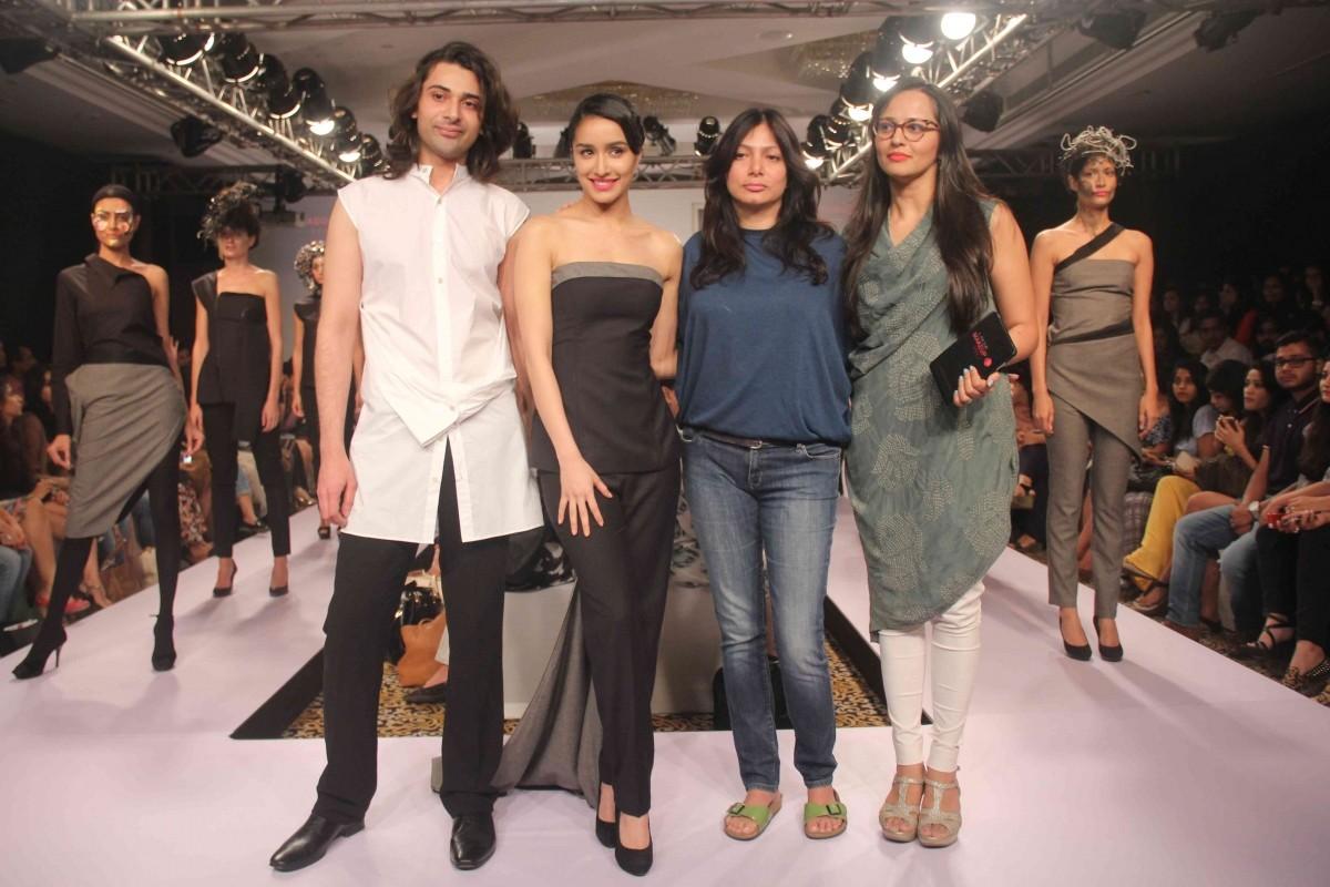 LFW 2015: Shraddha Kapoor Turns Showstopper for Dhruv Kapoor