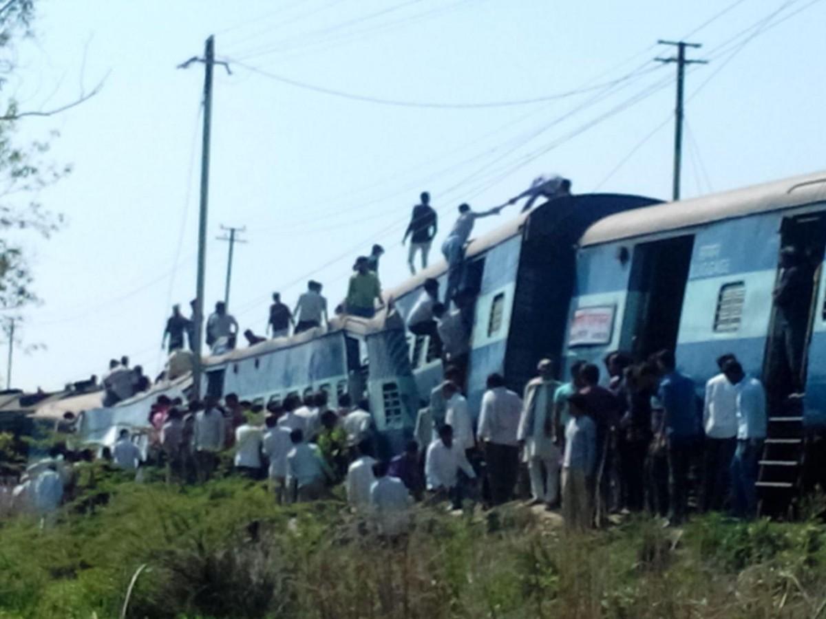 train accident UP varanasi janta express