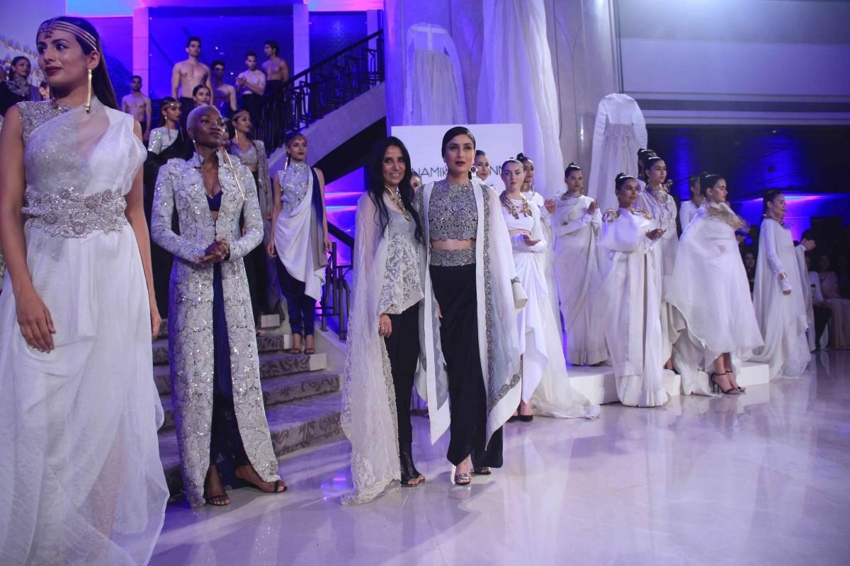 Lakme Fashion Week 2015 Grand Finale: Kareena Kapoor Khan Sizzles in Anamika Khanna's Creation