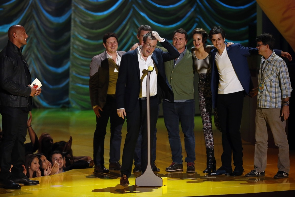 The cast and director of 'The Fault in Our Stars' accept Best Film Award
